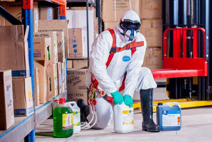 Lưu hành hóa chất công nghiệp và gia dụng