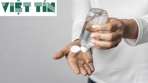 Nước rửa tay cũng là biện pháp cần thiết chống lại nCovid-19 hiện nay
