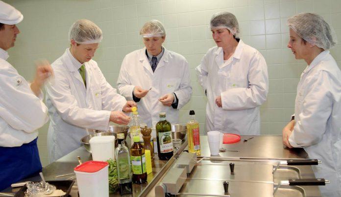 Lưu ý khi kiểm nghiệm thực phẩm chức năng nhập khẩu